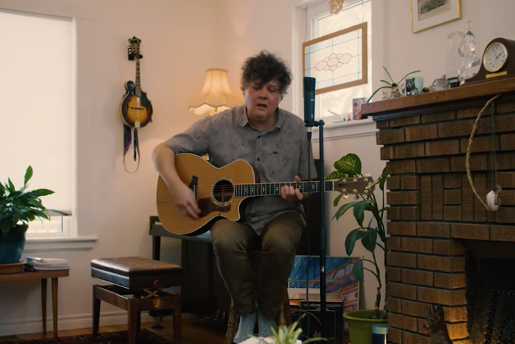 "Ron Sexsmith Delivers Acoustic Performance of ""You Don't Wanna Hear It"""