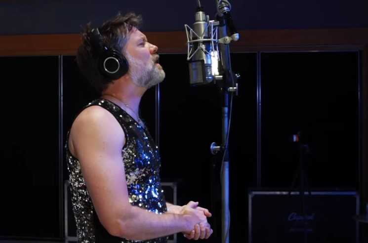 Watch Rufus Wainwright Perform 'Over the Rainbow' from His New Concert Film