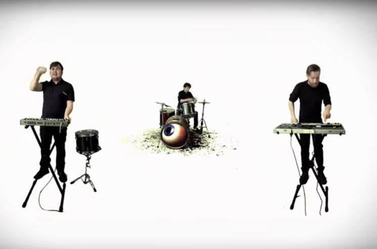 Run with the Kittens 'Casio Glue Bomb' (video)