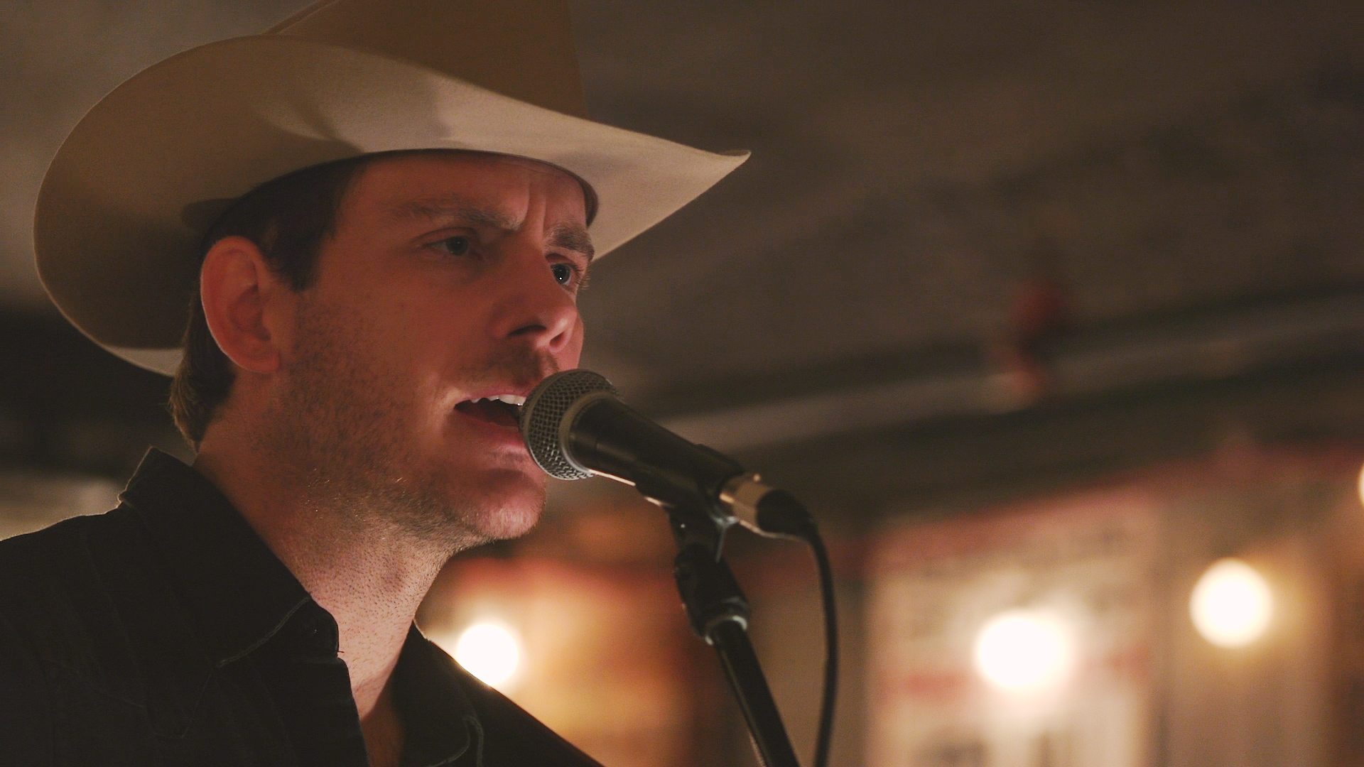 "Sam Outlaw ""Ghost Town"" on Exclaim! TV"