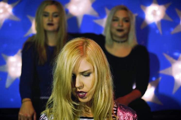 "Sara Simms ""Heart Shaped Box"" (Nirvana cover) (video)"