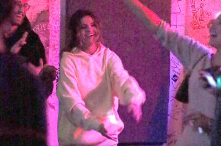 Selena Gomez Showed Up at a Goodbye Honolulu Show in Brooklyn Wearing Sweatpants