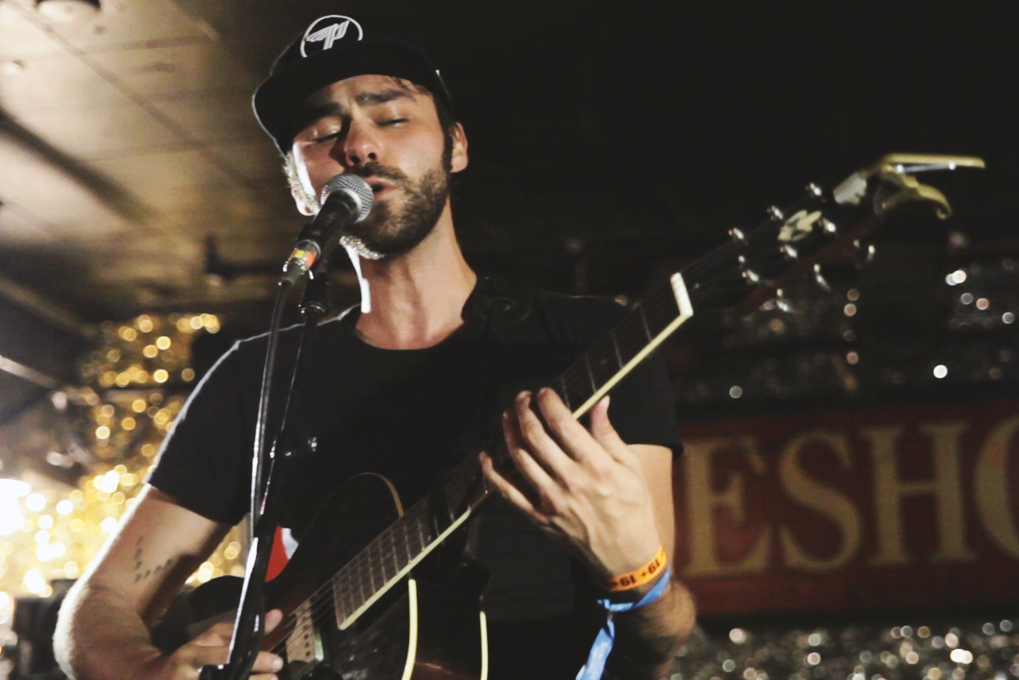 "Shakey Graves ""Built to Roam"" on Exclaim! TV"
