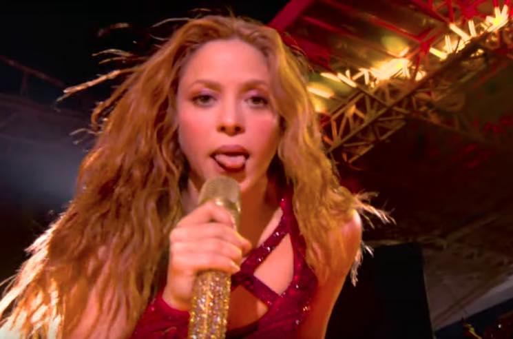 ​Shakira's Tongue at the Super Bowl Is the Internet's New Favourite Meme