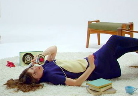 She & Him 'Don't Look Back' (video)