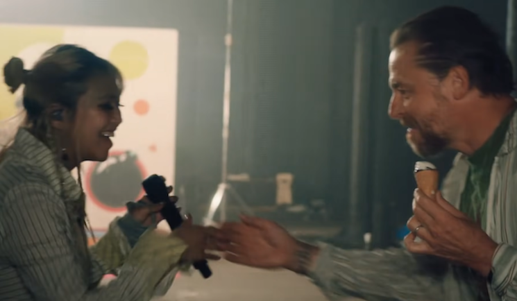 Simon Pegg and Asim Choudhry Join beabadoobee for 'Fallon' Performance