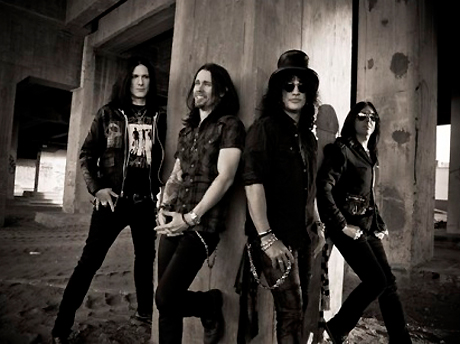 Slash Reveals Canadian Summer Tour