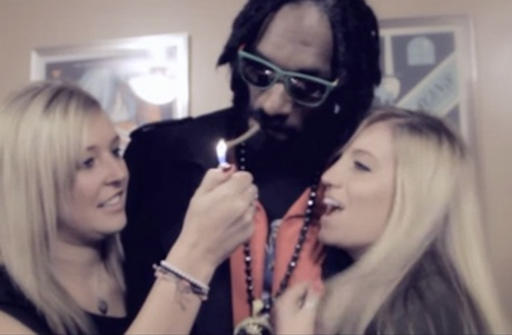 Snoop Lion 'Smoke the Weed' (ft. Collie Buddz) (video)