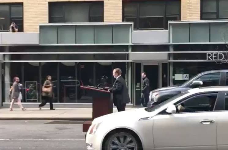 Melissa McCarthy's Sean Spicer Is Cruising Around New York City on a Motorized Podium