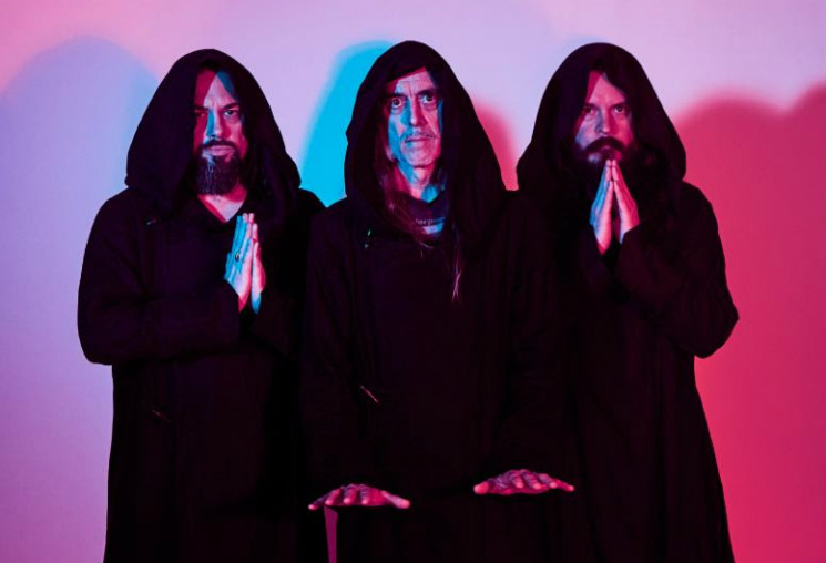 "Sunn O))) Move Out of the Darkness, Find ""Powerful Blinding Light"" on New Album 'Life Metal'"