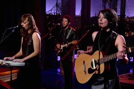 "Sharon Van Etten ""Every Time the Sun Comes Up"" (live on 'Letterman')"