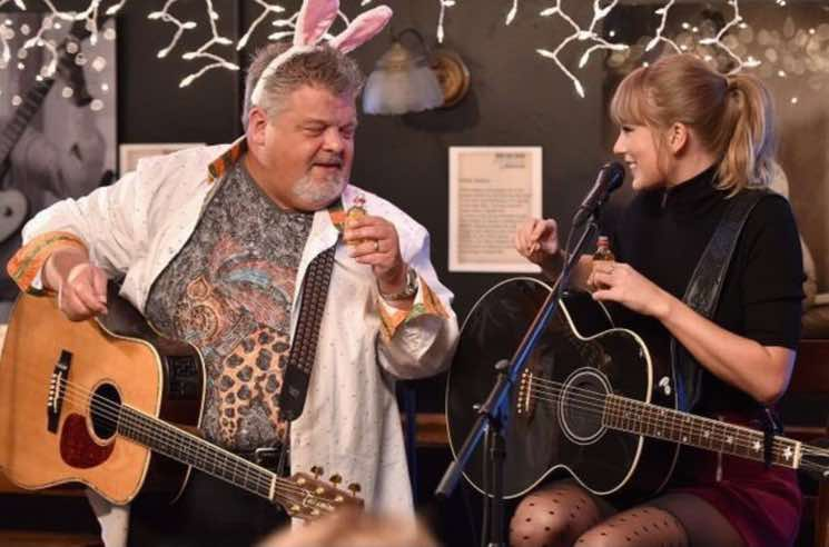 ​Taylor Swift Gives Surprise Performance at Bluebird Café in Nashville