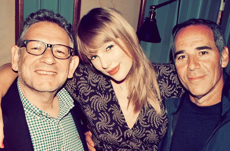 ​Taylor Swift Finally Signs to a Major Label