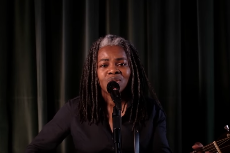 Tracy Chapman Performs 'Talkin' 'Bout a Revolution' on 'Late Night'