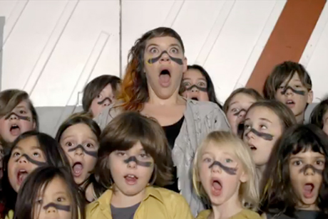 "tUnE-yArDs ""My Country"" (video)"