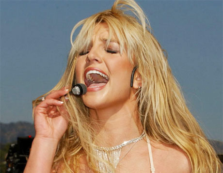 Discovered! Proof That Britney Spears Doesn't Actually Lip-Sync