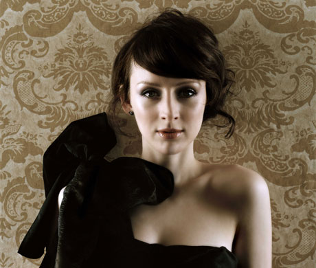 "Sarah Slean To Wear Recycled Gowns On ""Recession-ista"" Tour"
