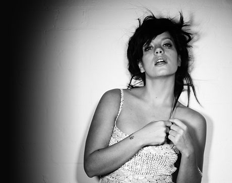 "Lily Allen Gets Into Trouble Over ""Womanizer"" Cover"