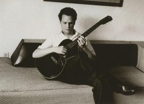 Mark Kozelek Announces New EP, Tour, Auctions Off Guitars
