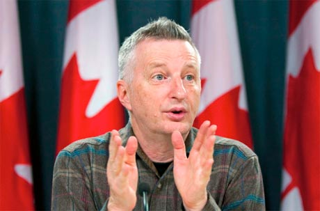 Billy Bragg Appears Before Canadian Parliament to Discuss Copyright Laws and Defend Downloaders, Performs Free Picket-Line Concert in Quebec