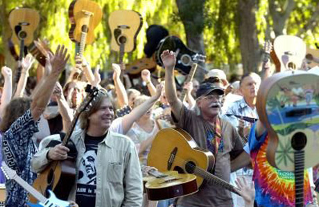 1,623 Canadian Guitarists Fail to Break Guinness World Record
