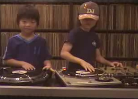 "DJ Sara and DJ Ryusei ""Scratchin'"""