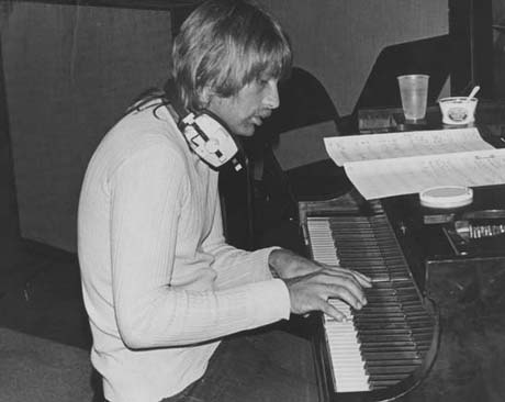 Larry Knechtel, Award-Winning Keyboardist Who Played with Bread, Simon and Garfunkel, the Beach Boys and Dixie Chicks, Dies at 69