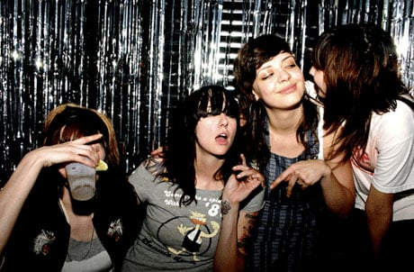 The Coathangers Sign to Suicide Squeeze