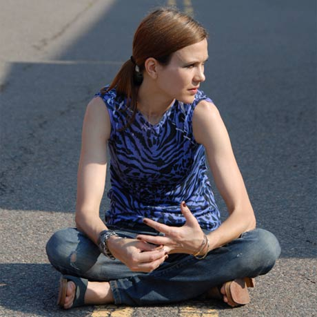 Juliana Hatfield Offers Personalized Songs to Fans - at $1,000 a Pop