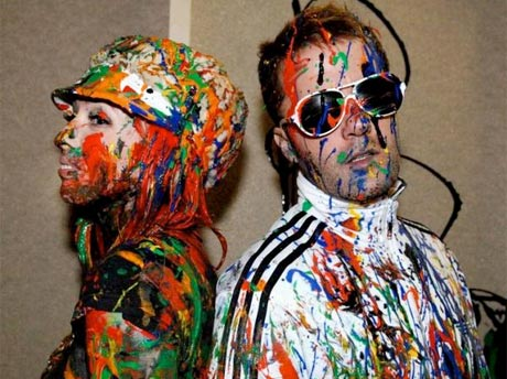 "The Ting Tings ""Hands"" (video)"