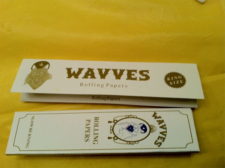 Wavves Follow Up Weed Grinder with Rolling Papers