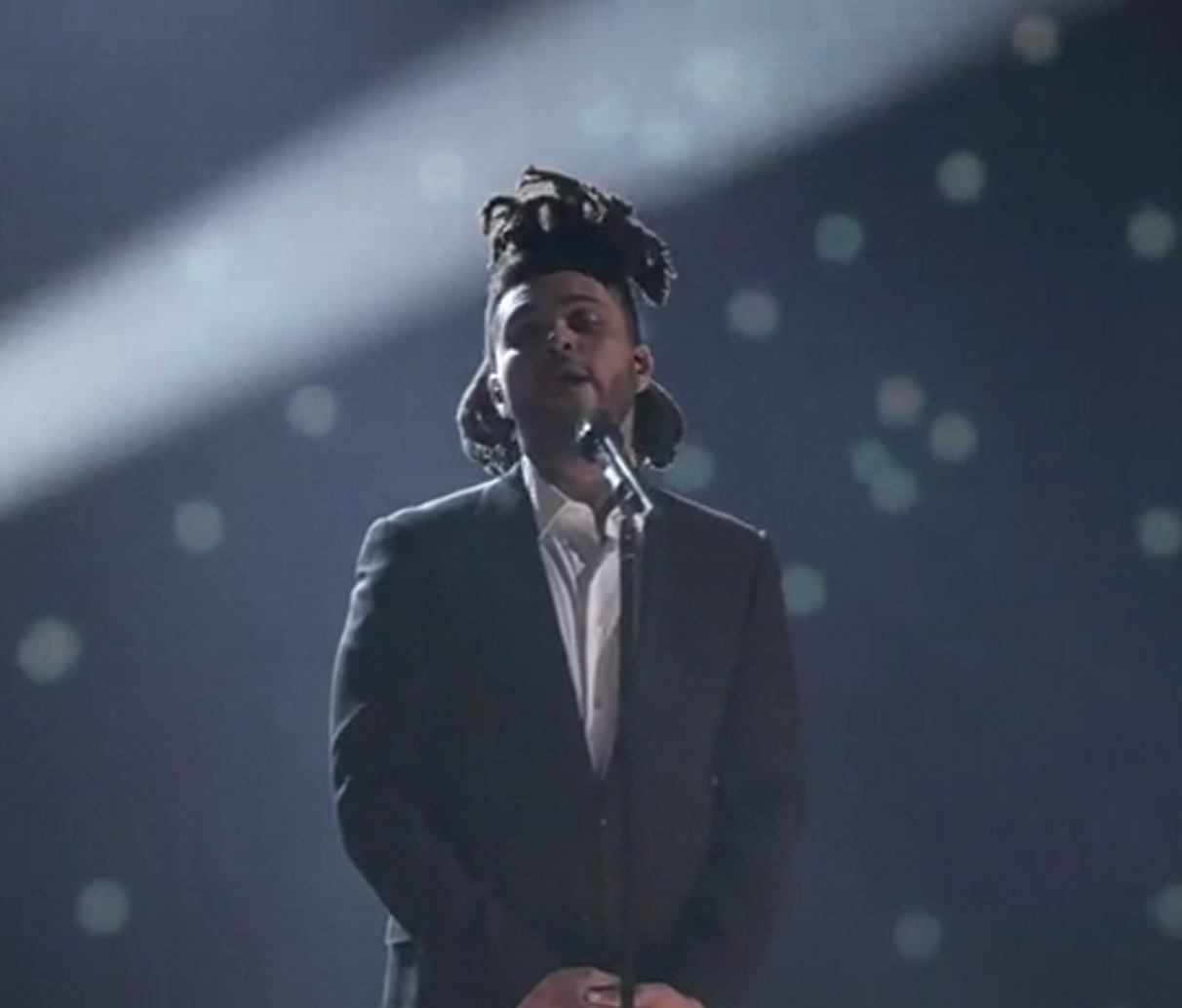 The Weeknd 'Earned It' (live at the Junos)