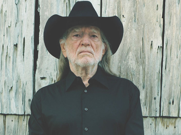"​Willie Nelson Cancels Upcoming Tour Dates Because of ""Breathing Problem"""