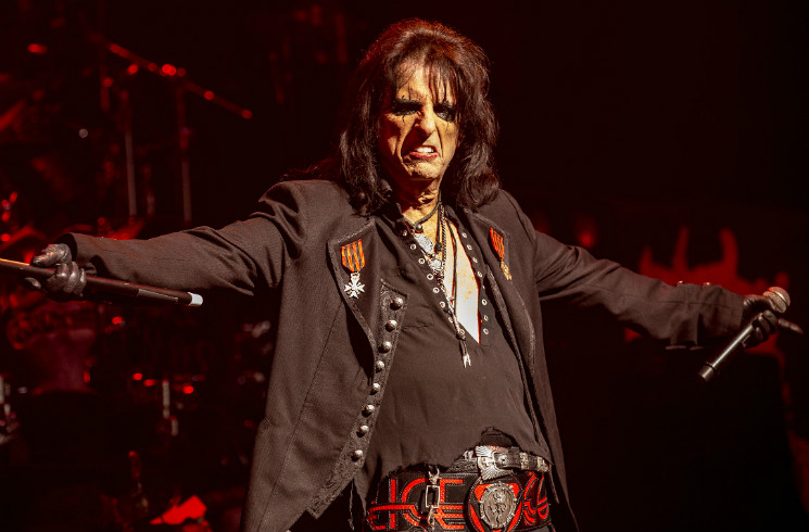"Alice Cooper Thinks Today's Artists Are ""Anemic"" and ""Afraid to Be Rockstars"""