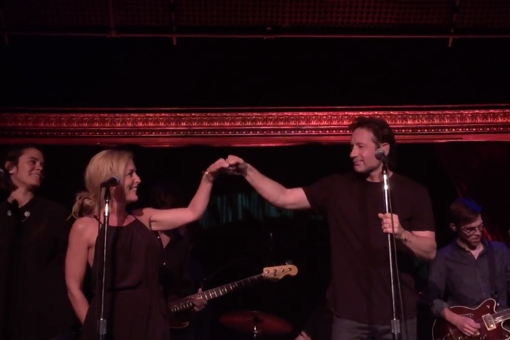 "David Duchovny ""Helpless"" (live video ft. Gillian Anderson) (Neil Young cover)"