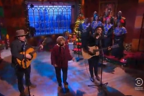 "Jeff Tweedy, Mavis Staples & Sean Lennon ""Happy Xmas (War Is Over)"" (live on 'Colbert') (John & Yoko/Plastic Ono Band cover)"