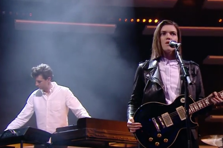 "Jamie xx ""Loud Places"" (ft. Romy) (live on 'Le Grand Journal')"
