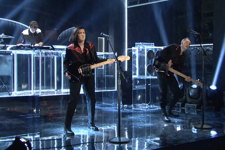 "Watch The xx Play ""On Hold,"" ""I Dare You"" on 'SNL'"