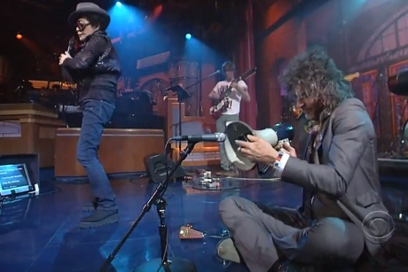 "Yoko Ono Plastic Ono Band ""Cheshire Cat Cry"" (ft. the Flaming Lips) (live on 'Letterman')"