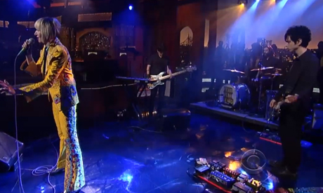 "Yeah Yeah Yeahs ""Sacrilege"" (live on 'Letterman')"