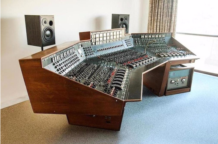 Pink Floyd's 'Dark Side of the Moon' Console Will Be Used for Recording Again