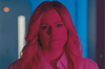 """Watch Avril Lavigne Stop Putting Up with Men's Bullshit in Her """"Tell Me It's Over"""" Video"""