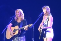 "Taylor Swift""Smelly Cat"" (ft. Lisa Kudrow) (live video)"