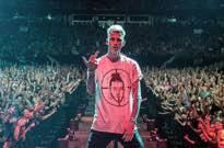 "Machine Gun Kelly Trashes Eminem's ""Kill Shot"" Diss Track"