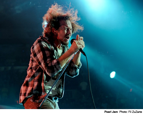 "Pearl Jam - ""In the Moonlight"" (live with Josh Homme)"