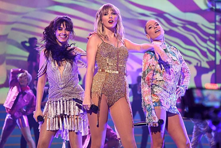 Watch Taylor Swift S Artist Of The Decade Performance At The American Music Awards